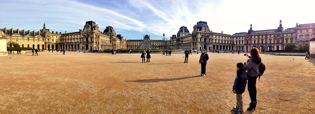 Louvre from far distance