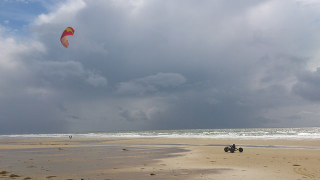 Kite surfing at Montalivet Beach